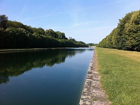 Reflecting pool in Fontainebleau